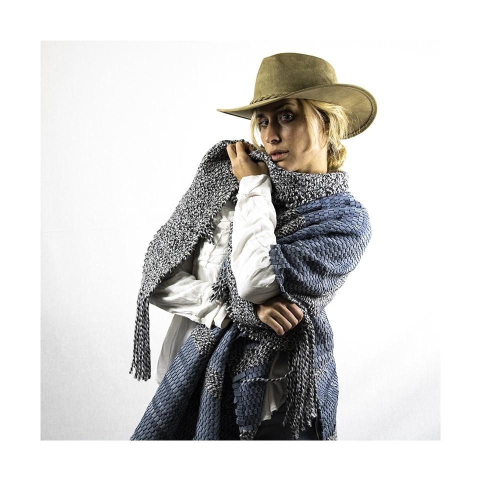 Pashmina de cuero y lana.