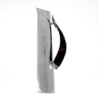 Tall pitcher of nickel silver and horn |El Boyero