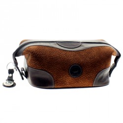 Capybara leather tolietries bag with clasps |El Boyero