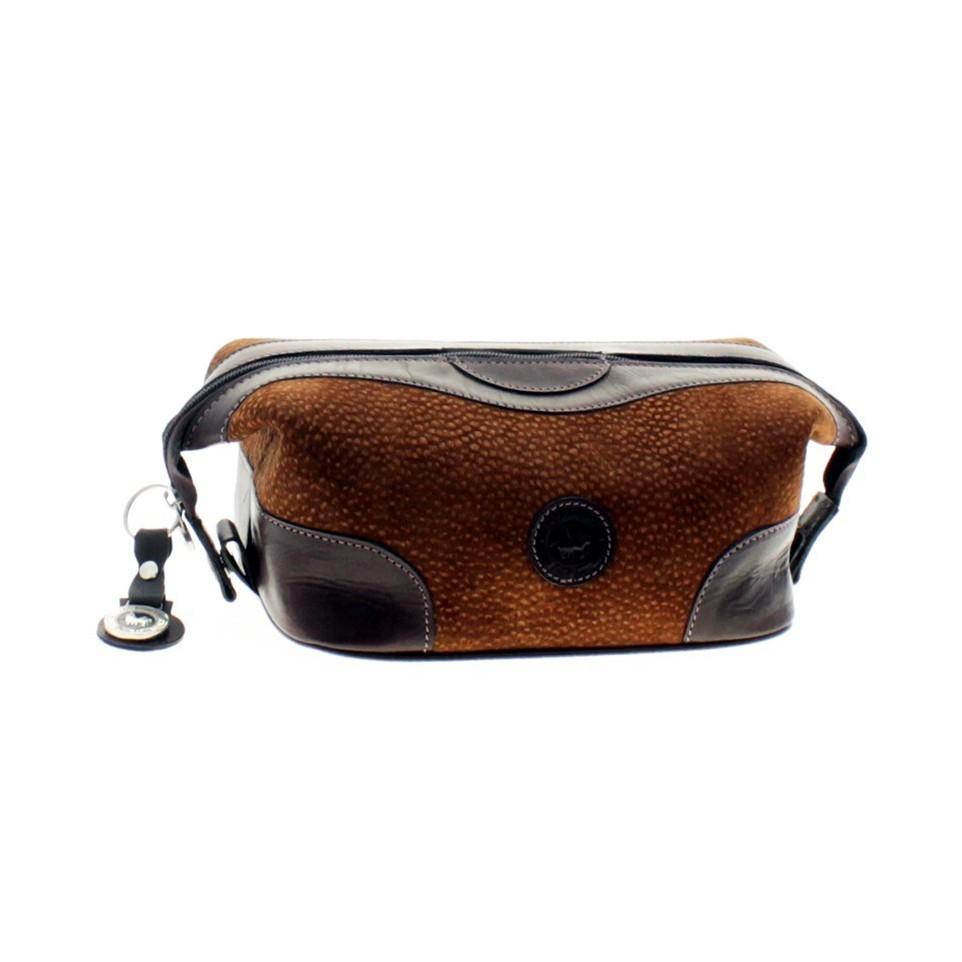 Capybara leather tolietries bag with clasps |El Boyero