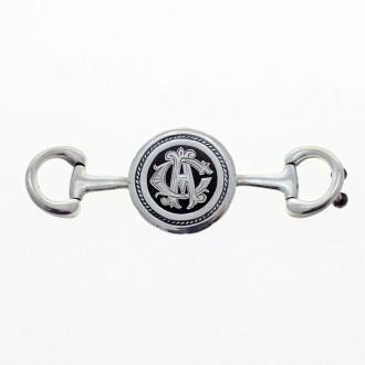 Yunta de plata con monograma.