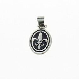 Oval fleur de lis sterling silver pendant |El Boyero