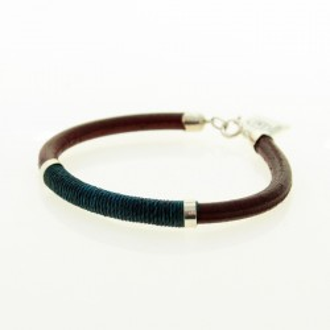 Leather and thread bracelet |El Boyero