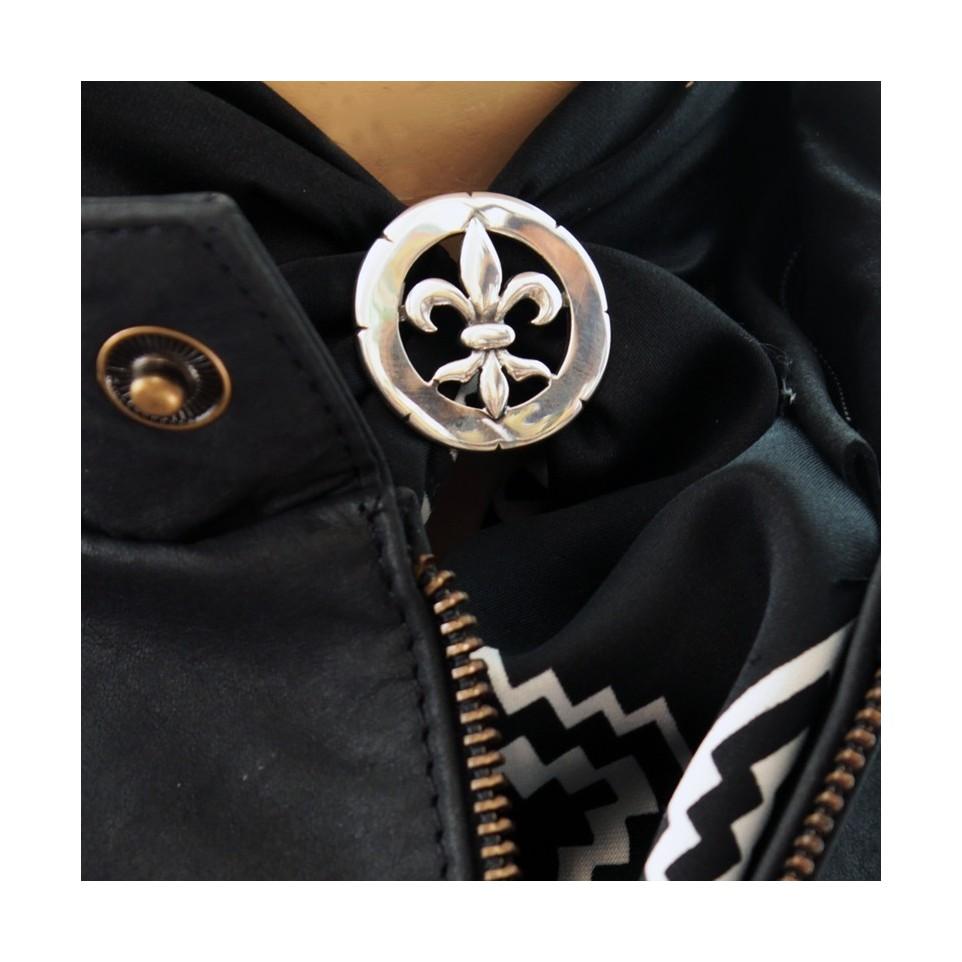 Fleur-de-lis design scarf clip