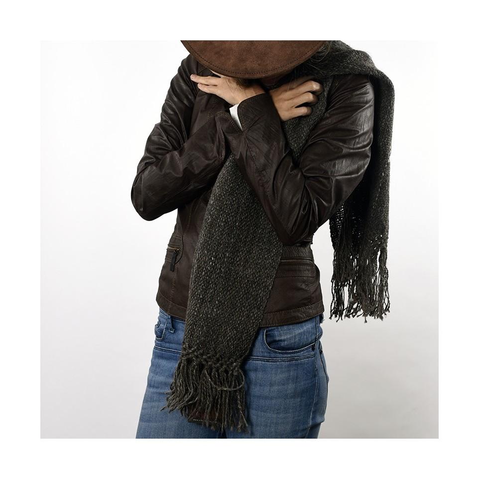 Bufanda tejida con lana de llama