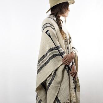 Llama knitted poncho |El Boyero