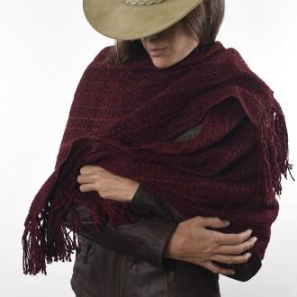 Chalina tejida con lana de llama teñida