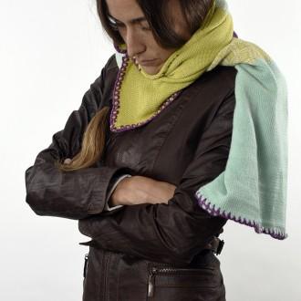 Chalina tejida con lana de llama y merino.