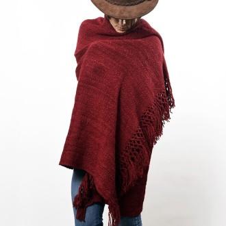 Manta tejida con lana de llama teñida