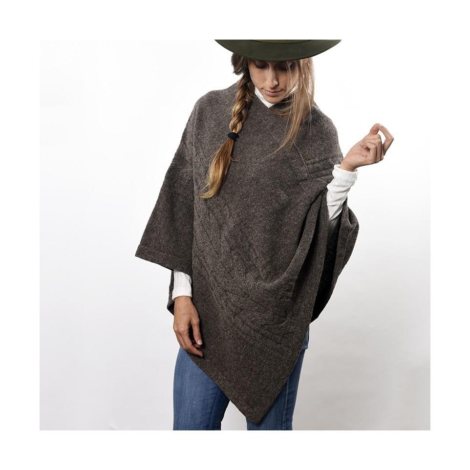 Poncho de lana virgen