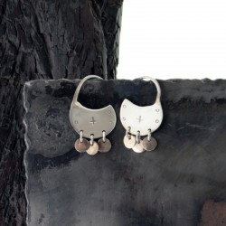 Aros de plata redondos chicos con colgante