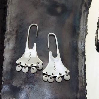 """Aros de plata """"mapuches"""" con colgantes."""