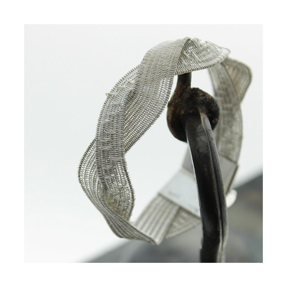 Brazalete de plata tejido a mano. Diseño abrazo |El Boyero
