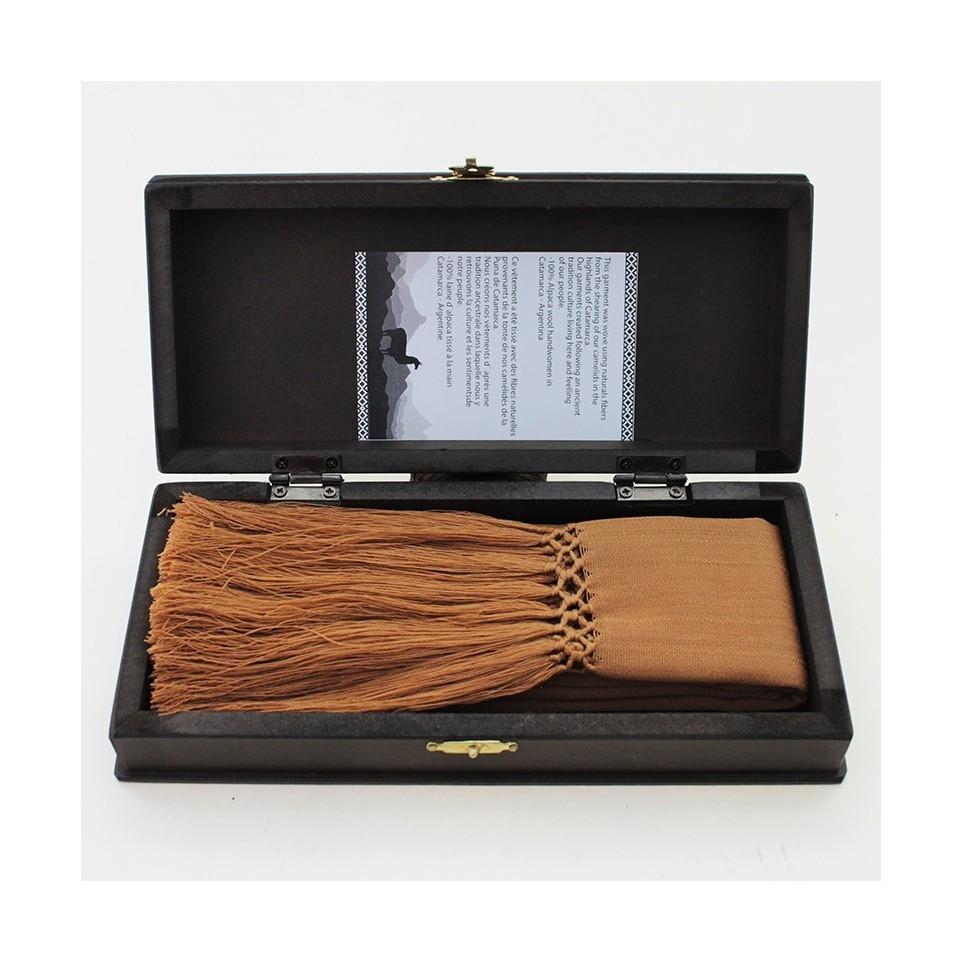 Clalina de alpaca tejida al telar con caja de madera