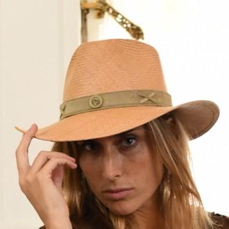 """Sombrero """"Panamá"""" con vincha de cuero. Color tostado."""
