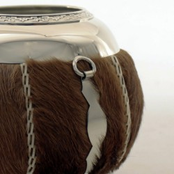 Mate gourd covered with hair on calfskin |El Boyero