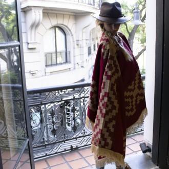 Poncho lana rojo tejido al telar |El Boyero
