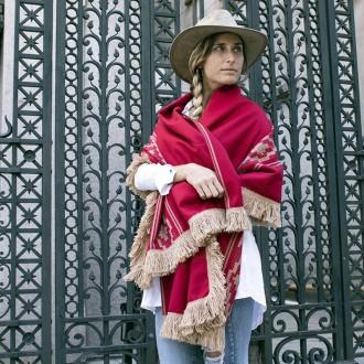 Poncho liso rojo con guarda pampa |El Boyero