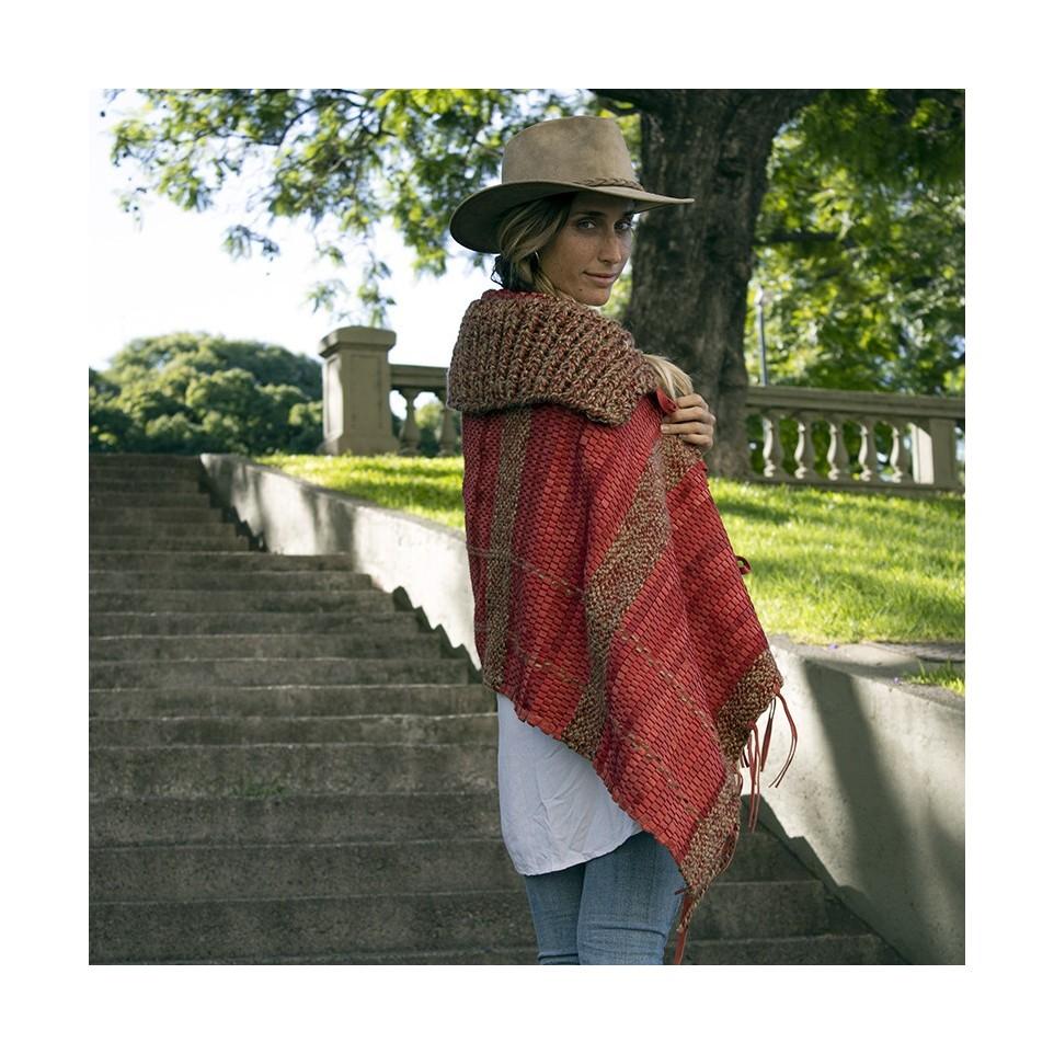 Leather and wool cape |El Boyero