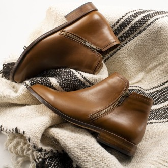 Women's ankle zippered boots